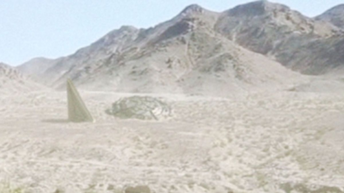 Special Unit of US Marines recovered UFO wreck in Mojave Desert ! Sept 2016
