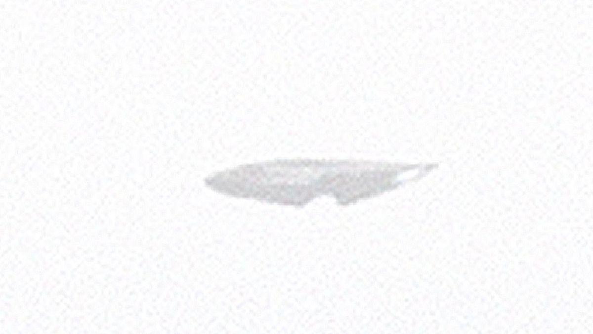 UFO FLEET filmed while flying near Airplane - IRELAND ! August 2017