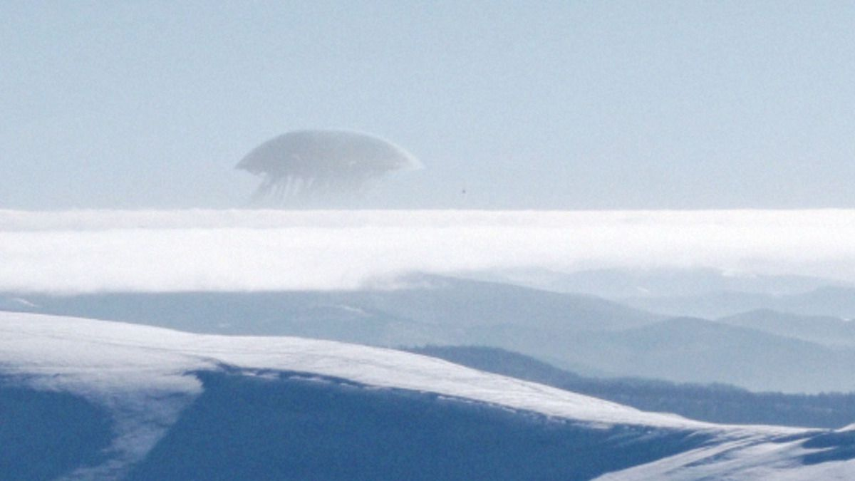 UFO over Elbrus Mountains in Northern CAUCASUS - RUSSIA !!! Dec 2017