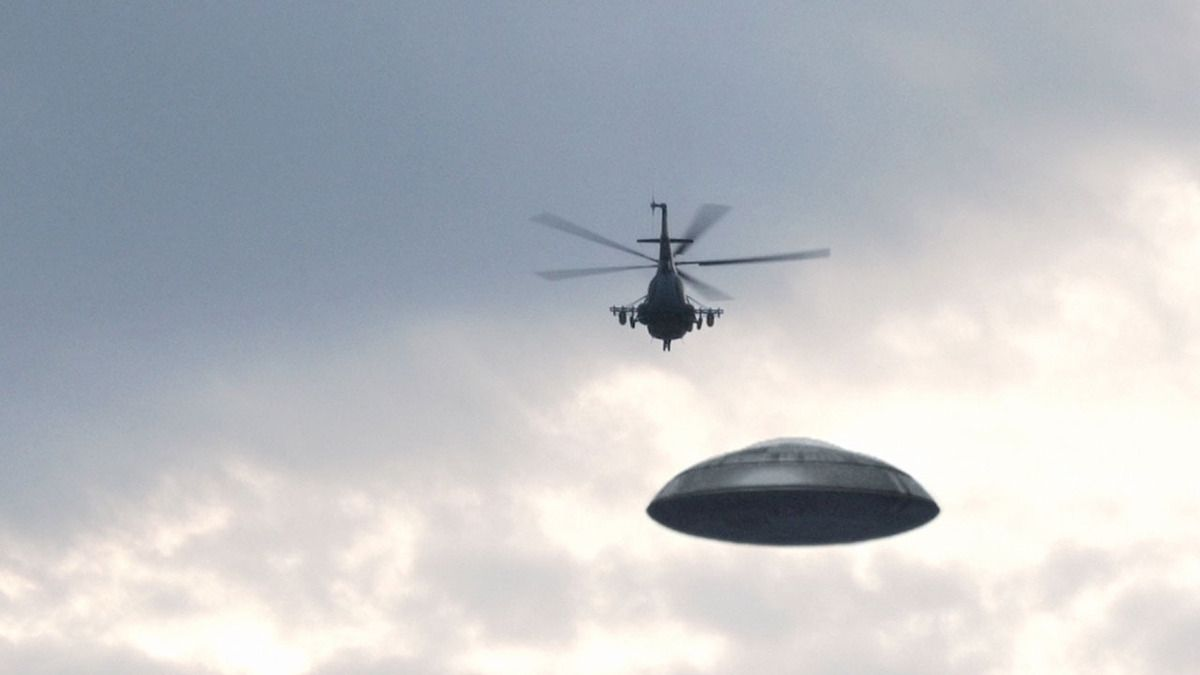 UFO intercepted by HIND Helicopter in RUSSIA !!! Dec 2017