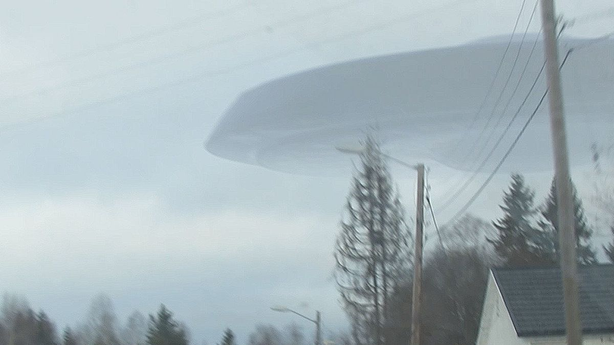 New pictures of the NEW ENGLAND UFO during Winter storm !!! March 2018