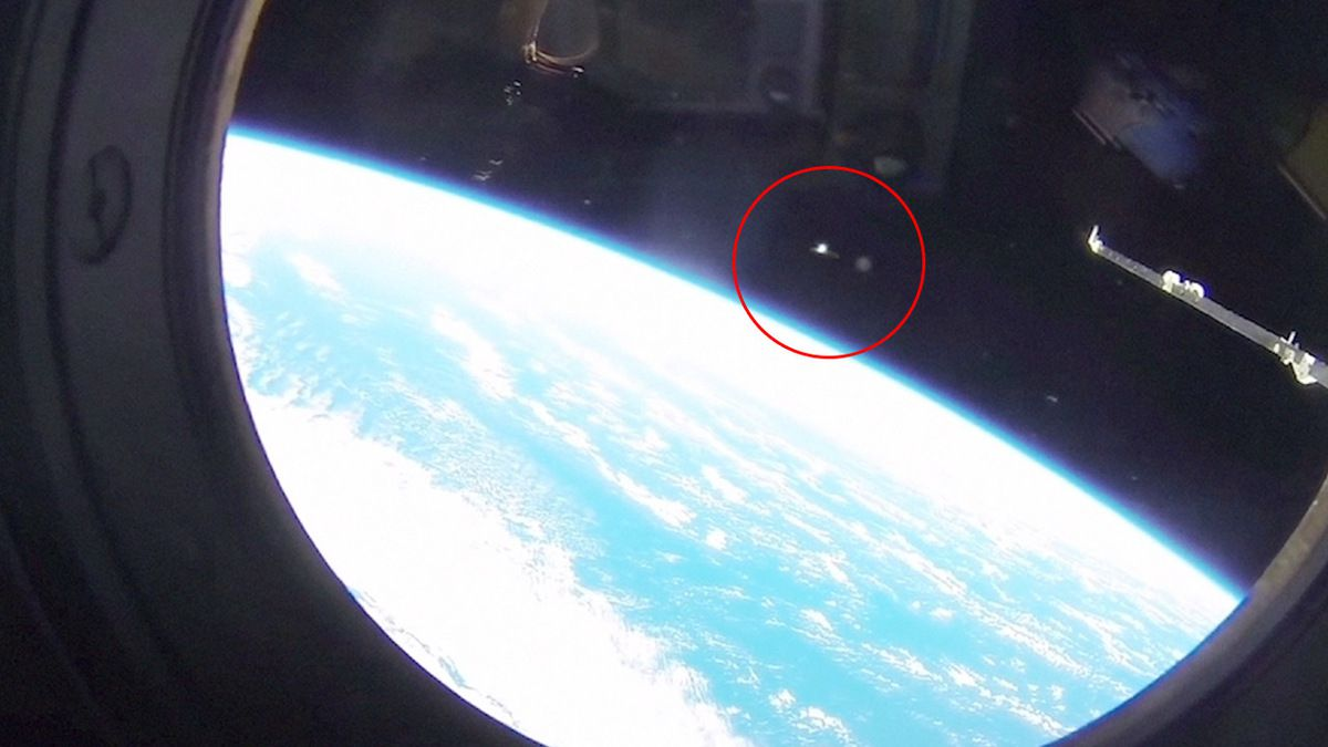 SOYUZ mission reported UFO sightings in Low Earth orbit !!! Leaked video - March 2018