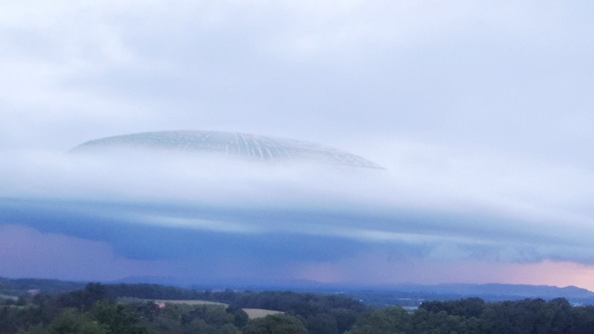 Huge Weird UFO Sighting over the clouds in ITALY !!! June 2018