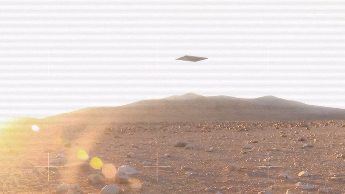 Leaked VIDEO from Curiosity Rover reveals Strange Monolith UFO in the sky of Mars !!! June 2018