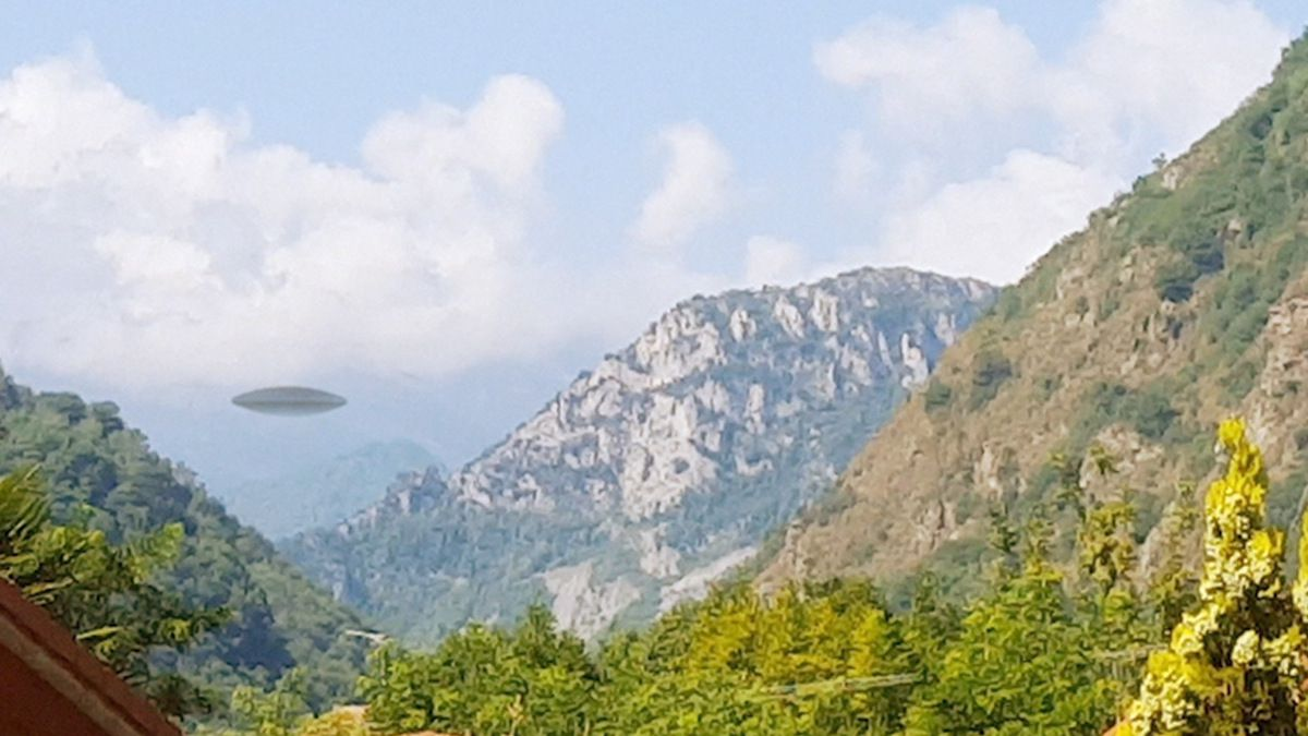 Strange UFO caught on camera in the mountains of SWITZERLAND !!! Aug 2018