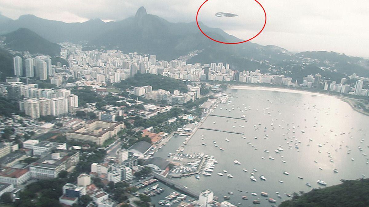 Strange UFO filmed from Helicopter in BRAZIL !!! Sept 2018