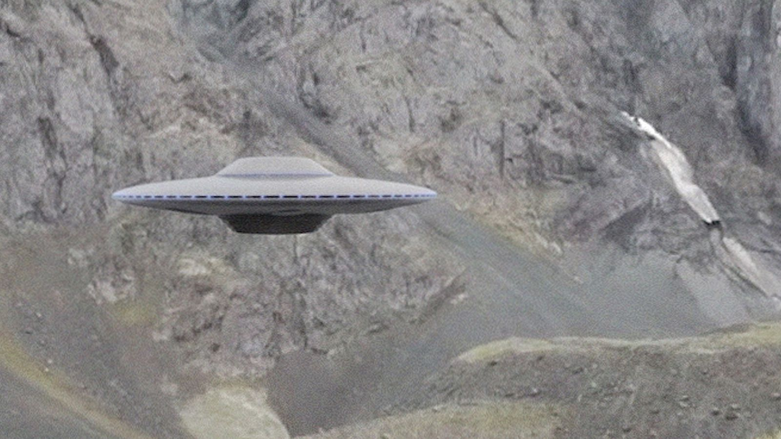 👽 Disc UFO Filmed in the Mountains of Alaska