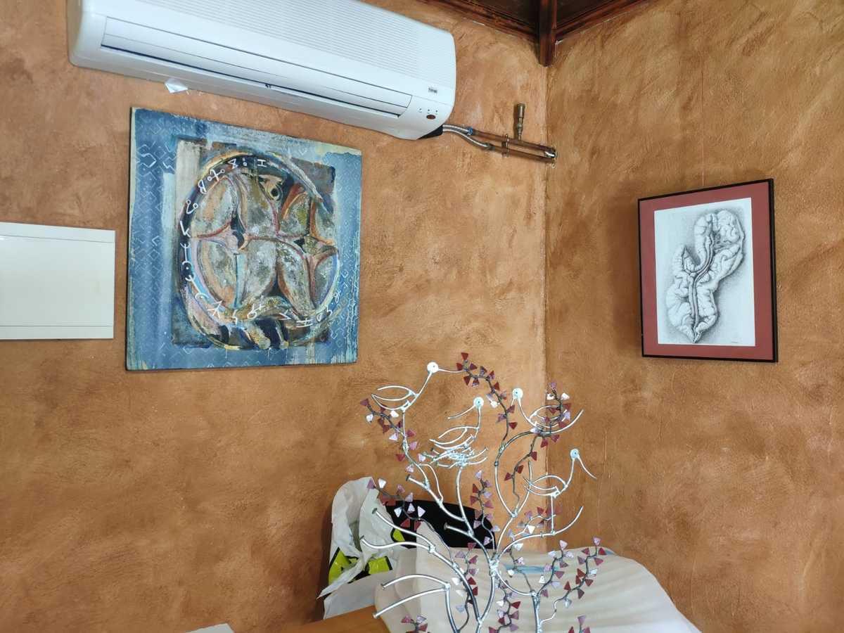En présence du Pedro Pardon (UNESCO de SARRIA), de Olga Iglesia (Alcadesa de Triacastela, de Florence Normier présidente de l'association SIA-Sarria , d'Anne-Michelle Vrillet présidente de l'association AAC, de Geneviève Scharff (France) artiste peintre, de Mendez (Espagne) Artiste peintre d'amis, d'habitants de Triacastela et de Sarria et de pélerins.