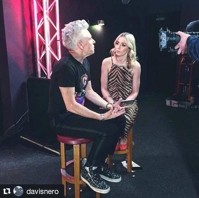 Adam avec la présentatrice sur ChoiceMusic Award à Dublin ,Irlande.
