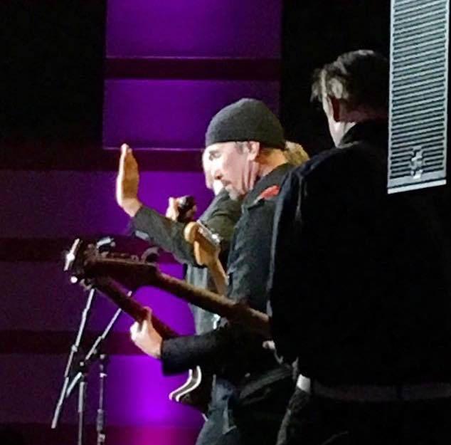 The Edge a fait un concert hier soir pendant un gala à Los Angeles le 19/03/2016