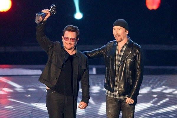 "Bono et The Edge ont reçu hier le prix de ""Innovator Award 2016 aux iHeartRadio Awards à Los Angeles"