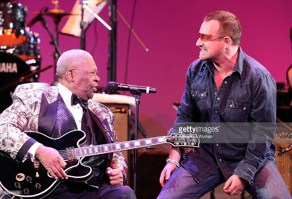 Bono et The Edge ont joué avec B.B. KING sur la scène du kodak Théatre à Los Angeles.