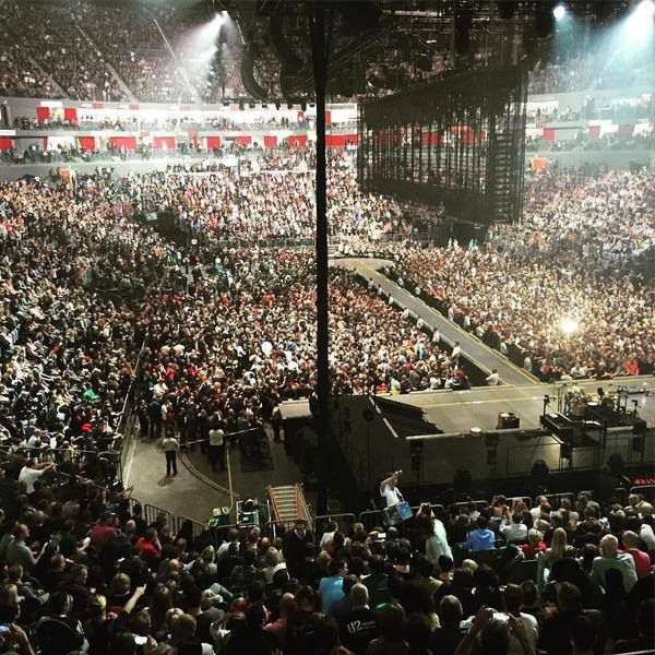 U2 -Innocence + Experience Tour -17/10/2015 -Cologne ,Allemagne ,Lanxess Arena