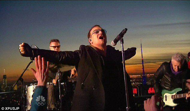 U2 joue à nouveau sur le pont d'observation situé en haut du bâtiment abritant le siège de NBC. Ils sont filmés pour la première du Tonight Show avec Jimmy Fallon et jouent devant un public restreint, incluant des fans. Comme le set de la veille, le groupe joue Invisible deux fois. La performance sur deux jours visait à minimiser le risque d'interférences entre le mauvais temps et la performance.