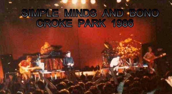 Bono fait une apparition lors d'un concert de Simple Minds.