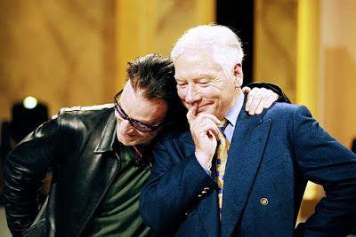 Bono et Larry donnent à Gay Byrne une Harley-Davidson -21/05/1999