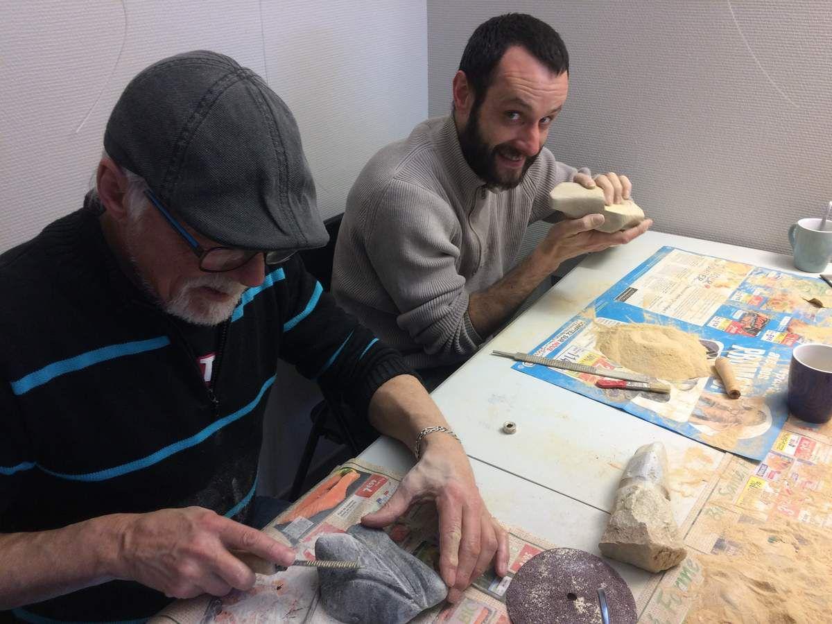 atelier de sculpture sur pierres à Savon au Val-heureux!