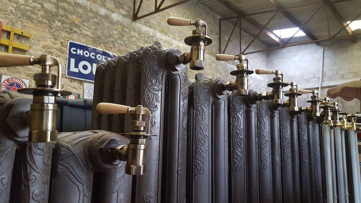 Radiateurs en fonte chauffage central a eau chaude for Radiateur fonte eau chaude