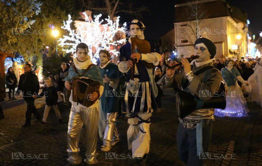La troupe des Mattagumber présentera son nouveau spectacle, « Poussières d'étoiles », en déambulation autour de l'église.Photo  L'Alsace