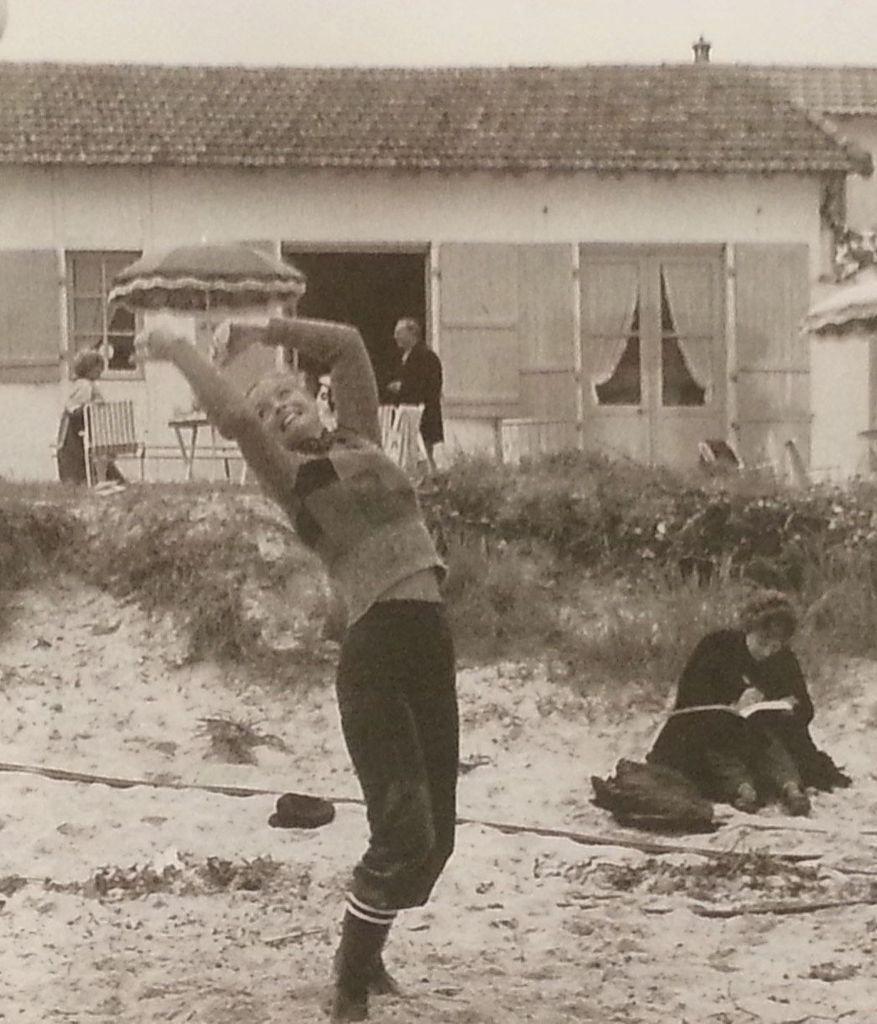 Tournage et détente du film César et Rosalie, plage de Mardi-gras. ©actu.fr