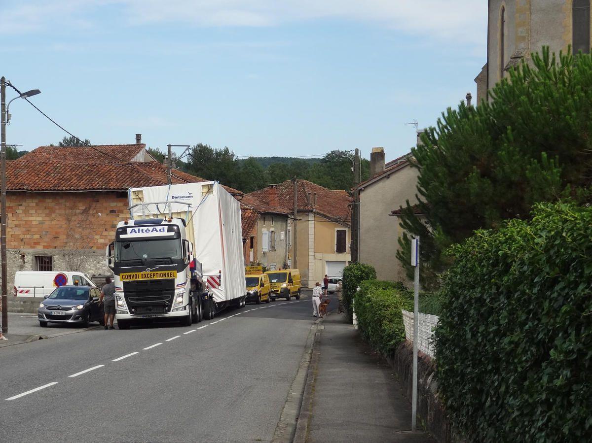 Mane - Un convoi exceptionnel bloque le passage sur plusieurs kilomètres