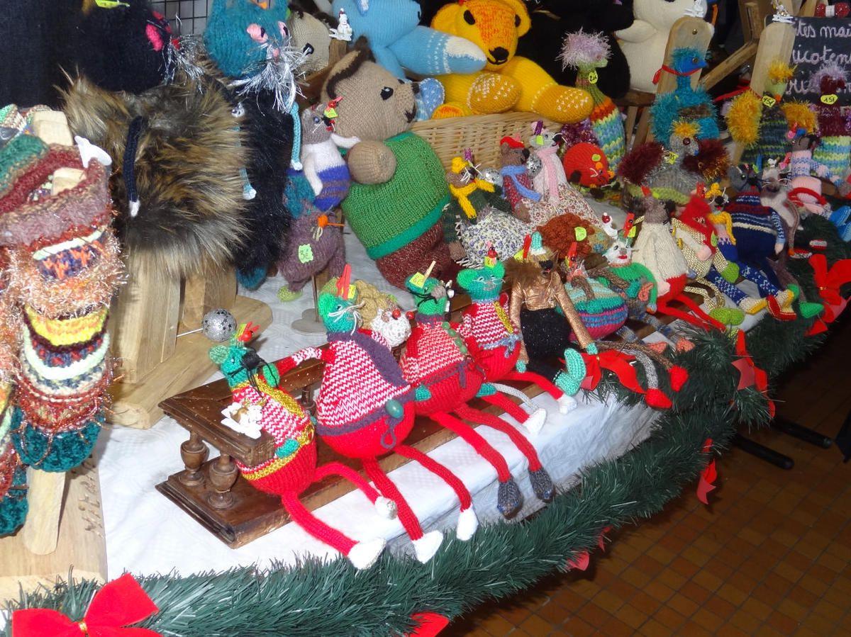 Saleich : Le Marché de Noël: une des étapes des Amis du Relais de l'Estélas