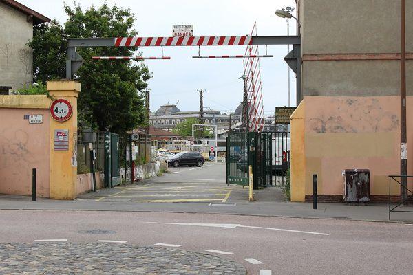 Toulouse - Visite guidée du chantier de restauration de la locomotive à vapeur 241P9.