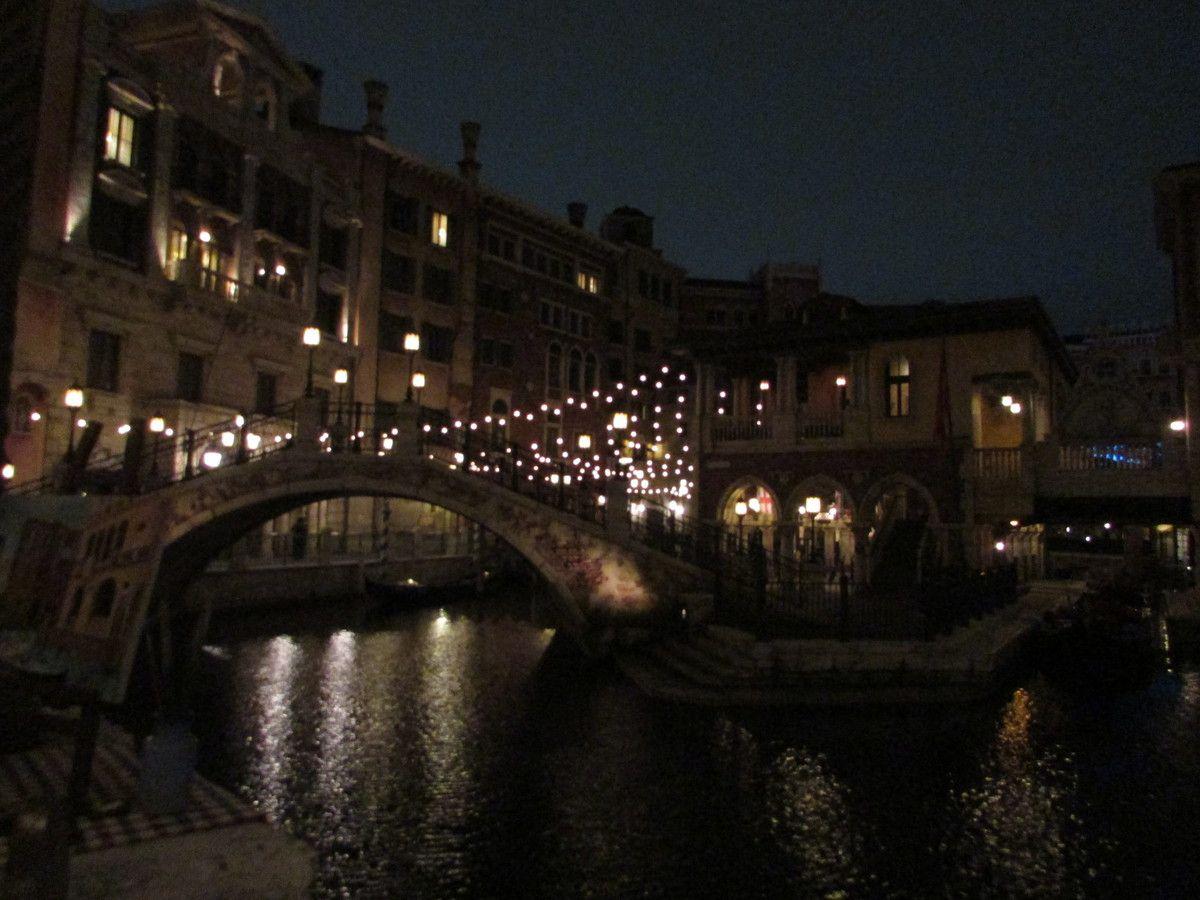 Tokyo Disney Sea La nuit.