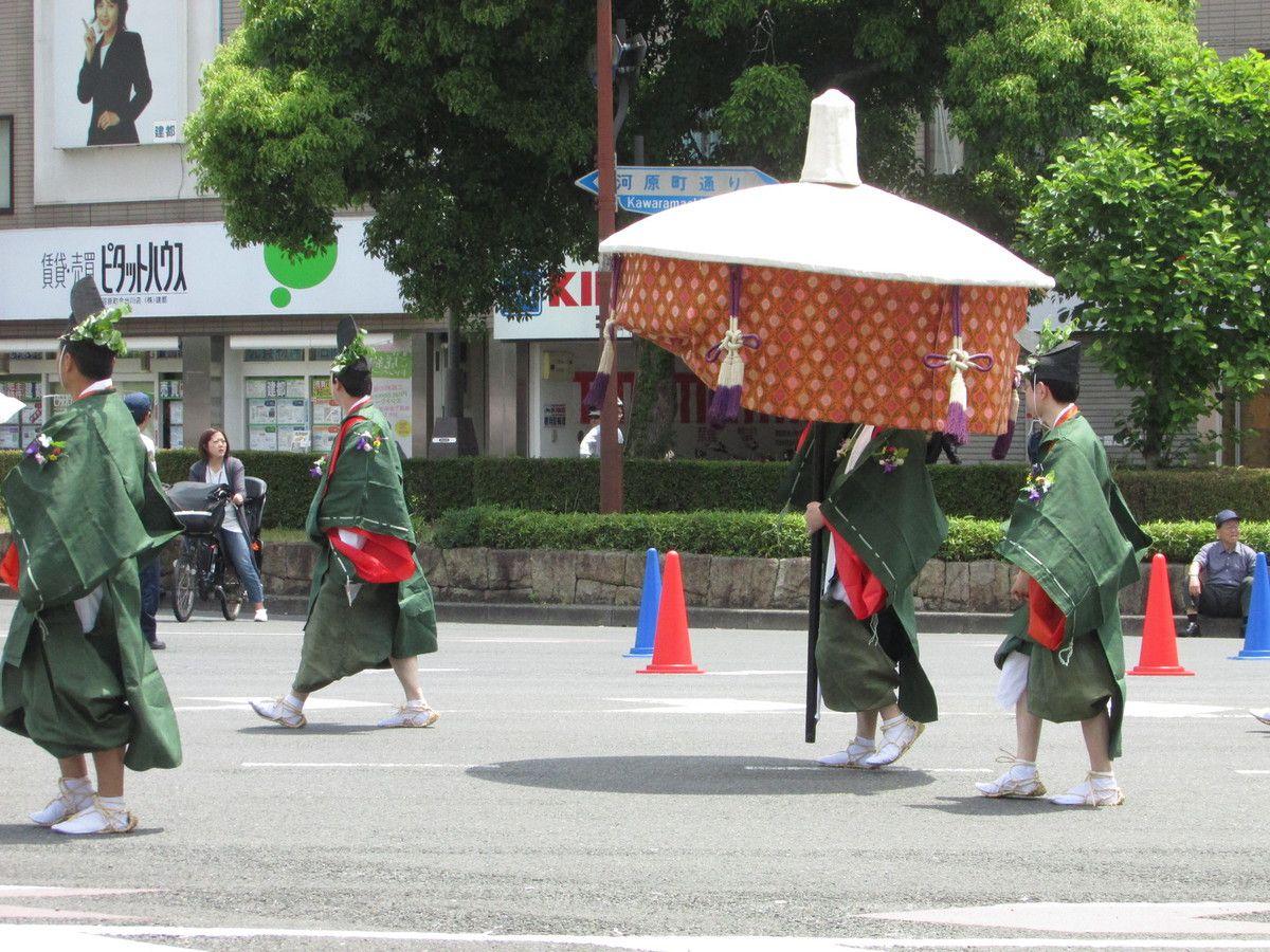 L'Aoi Matsuri ou fête des roses trémières de Kyoto.