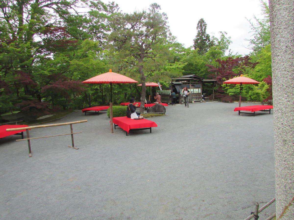 Une collation au temple Eikan-Do.