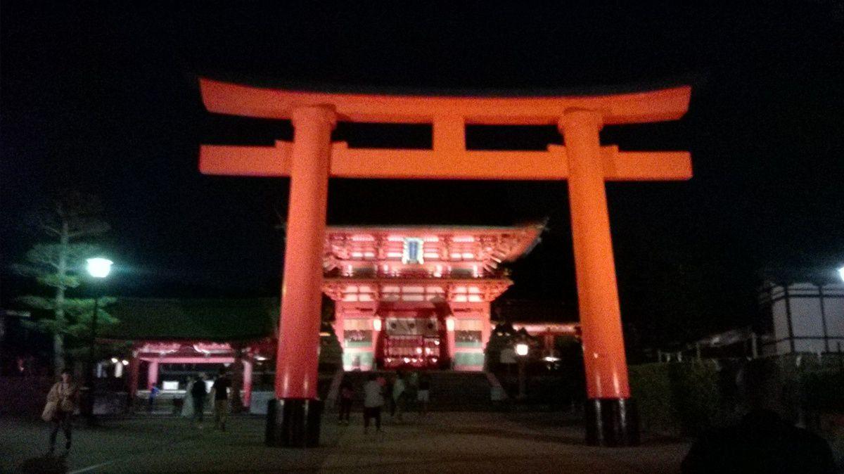 Petit passage au Fushimi Inari la nuit.