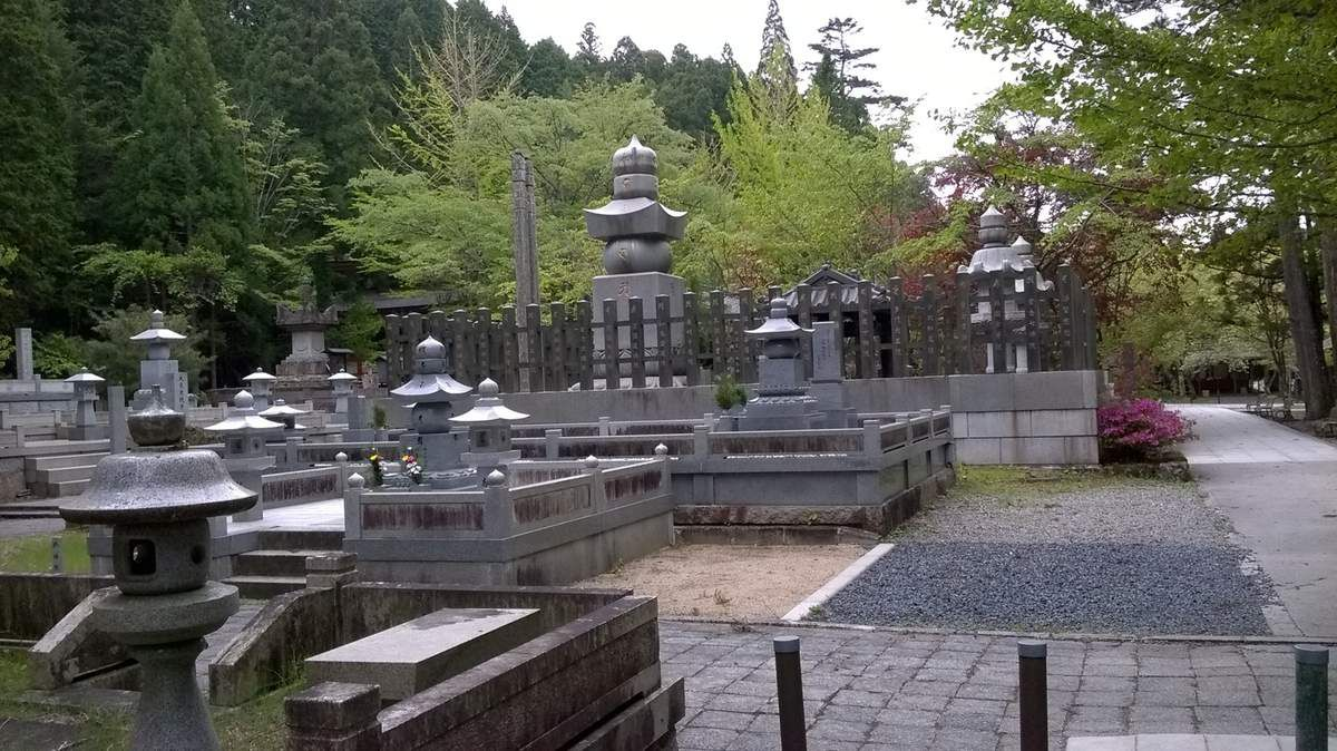 Le cimetière Okuno-In de Koyasan.