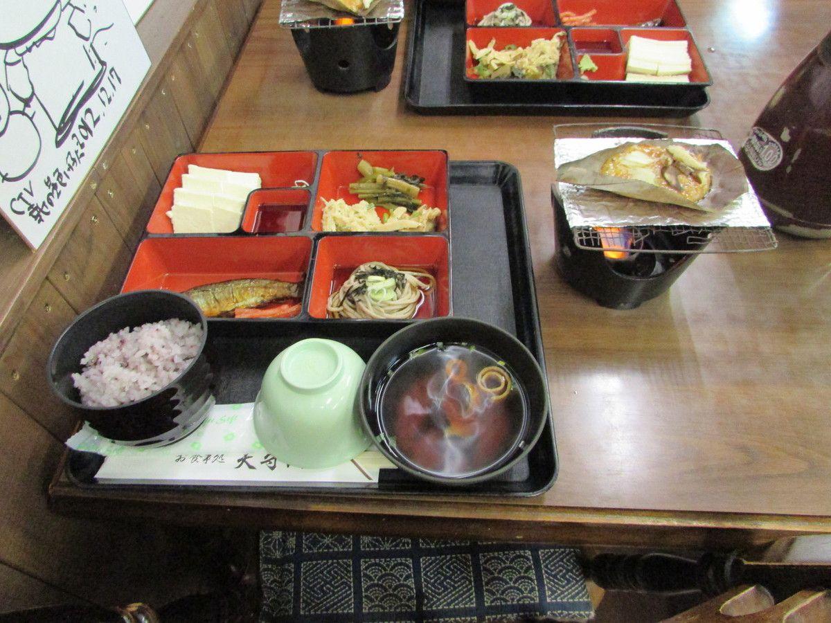Dejeuner dans le village typique de Shirakawa-Go
