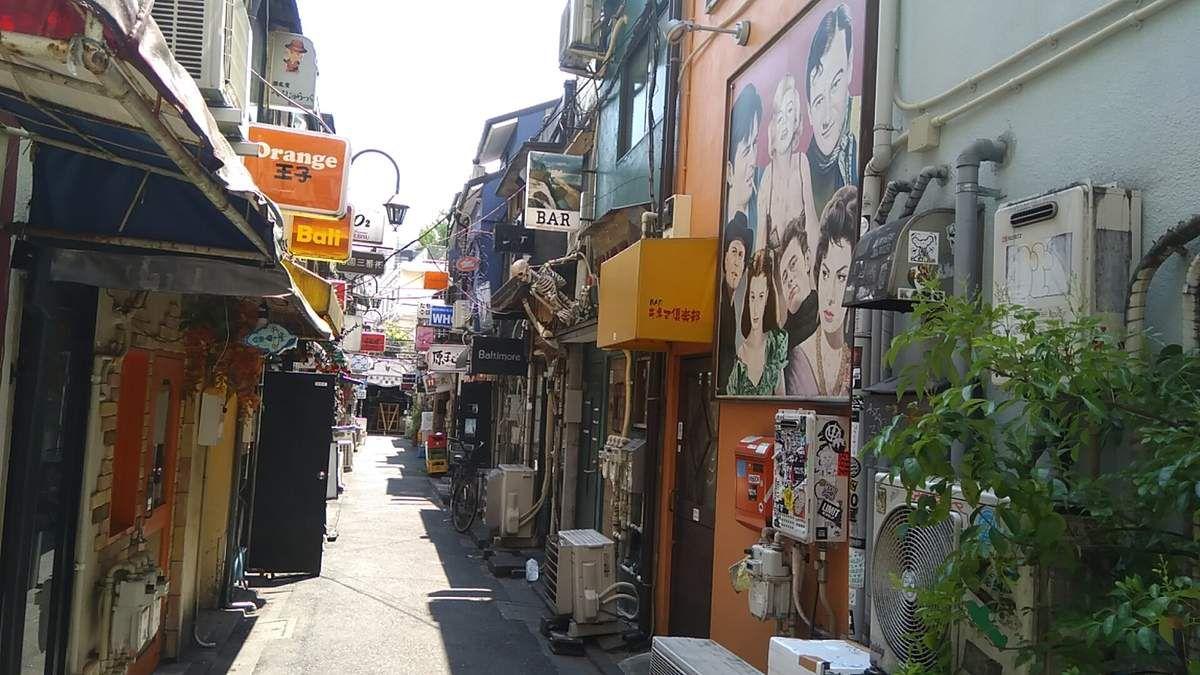 Le Golden gai De Shinjuku à Tokyo.
