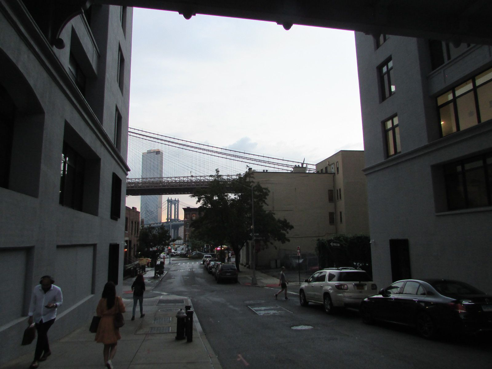 Le quartier Dumbo et le pont de Brooklyn .