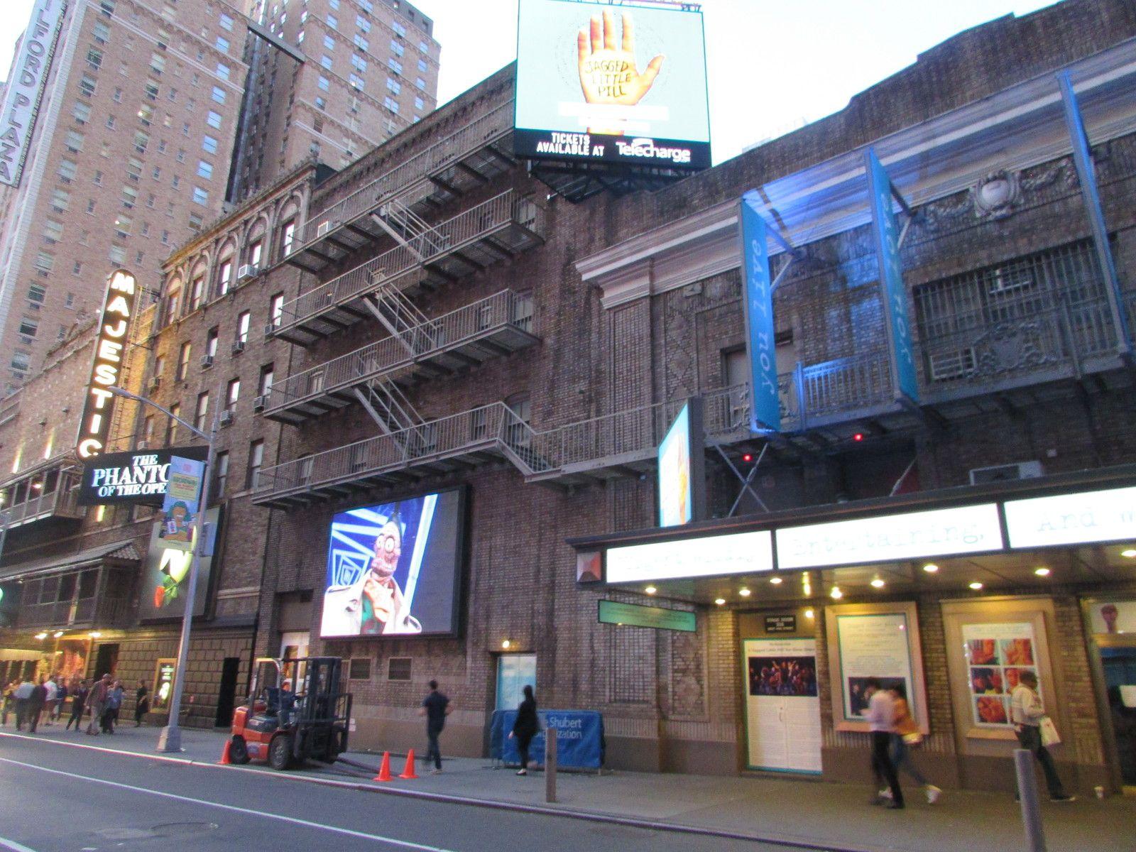 Dans le quartier de Times Square et Broadway.