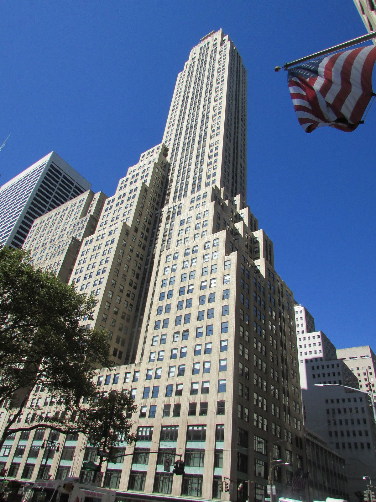 The French Building dans Midtown.
