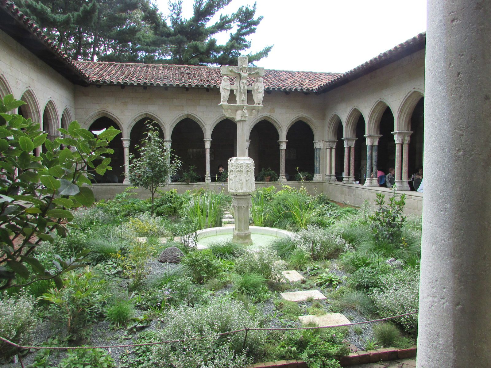The cloister (2ème partie)