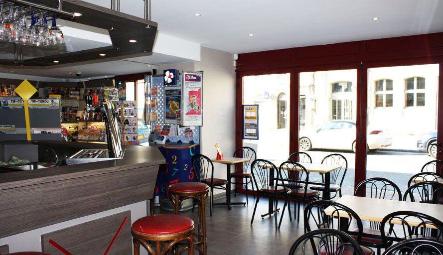 Travaux de peinture dans bar et intervention sur façade