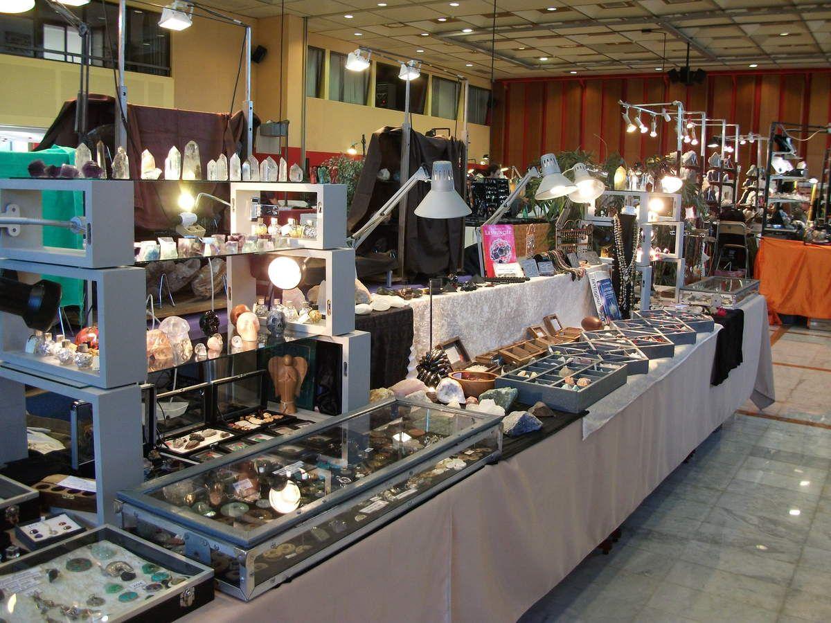 Les stand exposition de minéraux du Comptoir