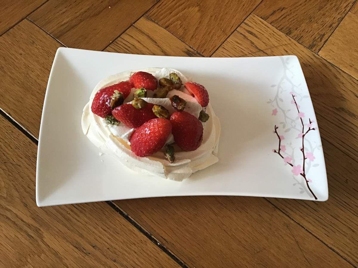 Mes pavlovas fraises pistaches caramelisees