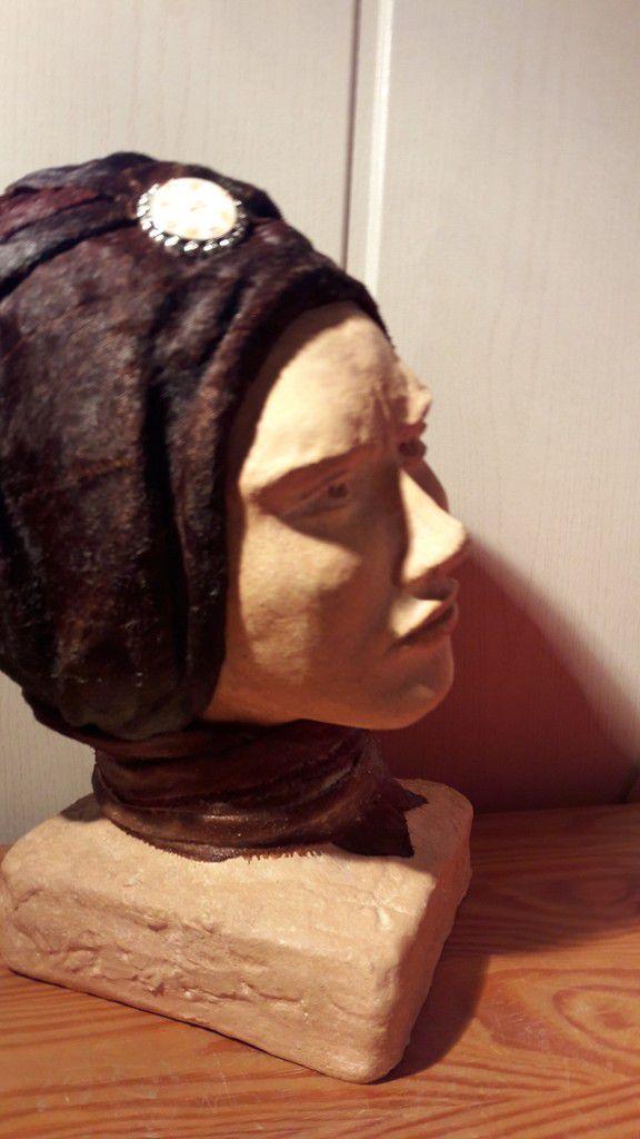 sculpture en terre cuite patinée et bandeau tissu durci
