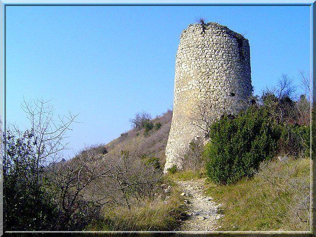 Diaporama château de LIVRON sur DRÔME
