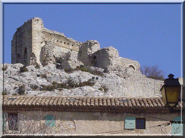 Pourquoi les ruines castrales sont toujours en hauteur ?