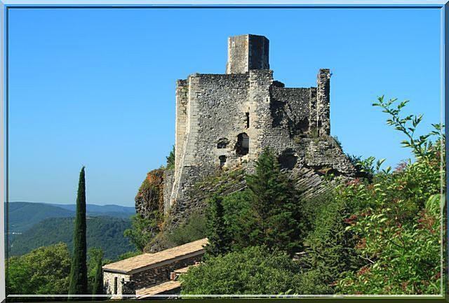 Inaccessible semble être ce vieux château