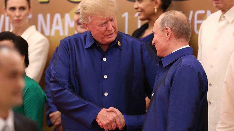 Rencontre éclair entre Vladimir Poutine et Donald Trump au sommet de l'APEC au Vietnam (IMAGES)