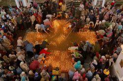 2000 cierges allumés à Moscou en mémoire des enfants victimes des avortements