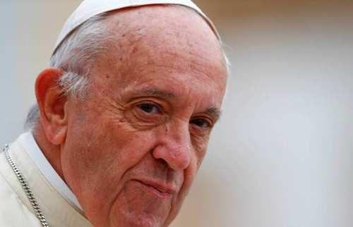 Pour le pape François, sans migrants, l'Europe est menacée d'un « hiver démographique » : « Vous devez les recevoir, les aider, veiller sur eux, les accompagner, voir comment les installer […] de la meilleure façon possible »