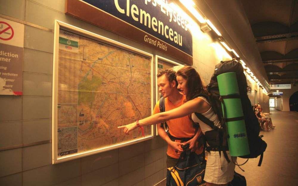 Métro parisien : les touristes victimes de vols peuvent désormais porter plainte en station