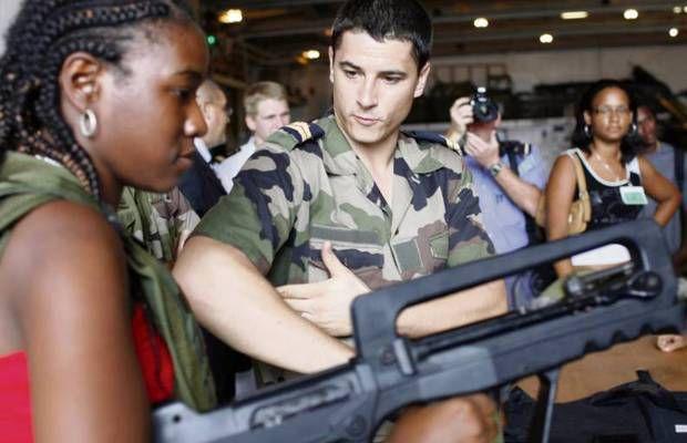 Service National Universel : Tout(e) jeune Français(e) suivra à 16 ans une intégration obligatoire de 1 mois en hébergement collectif, afin de « favoriser le brassage social »